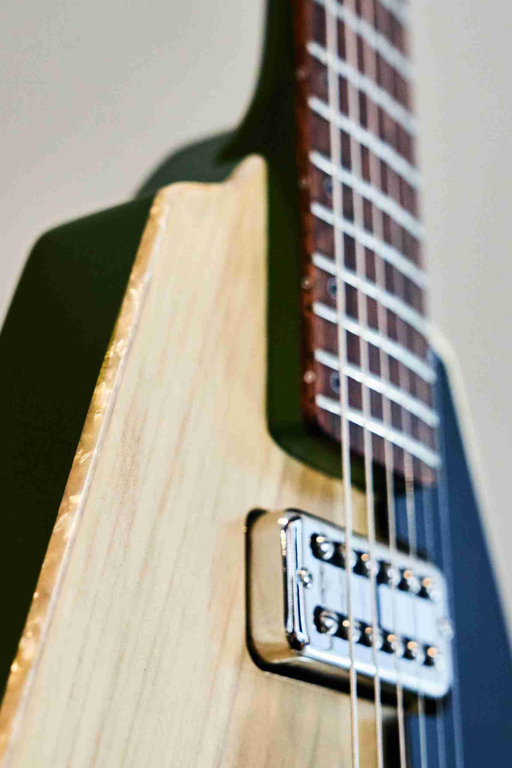 BlastCult_Hollow_Vee_Guitar_00105