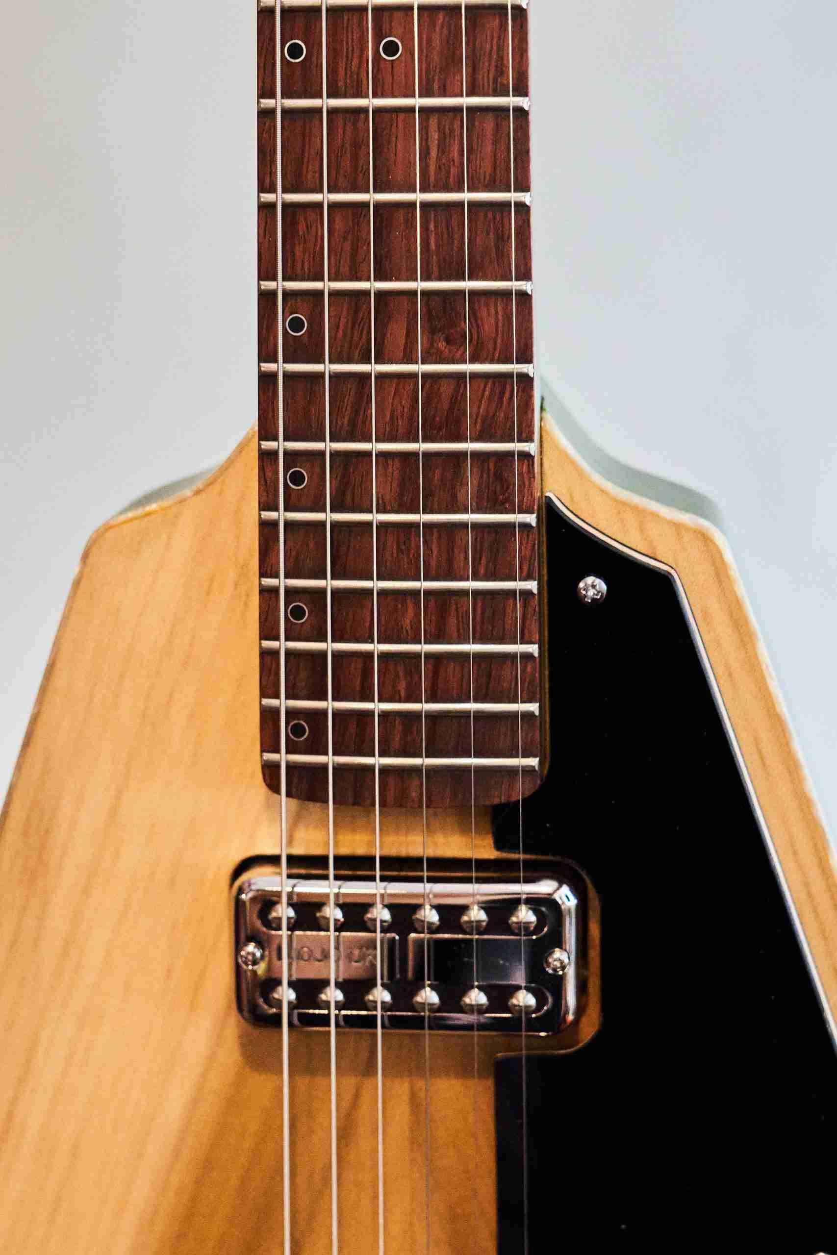 BlastCult_Hollow_Vee_Guitar_00112